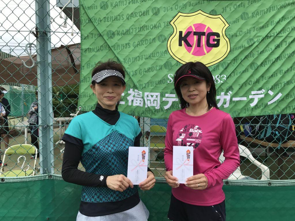 準優勝の、左から朝倉富美子・中野和子(高松ローンTC)組