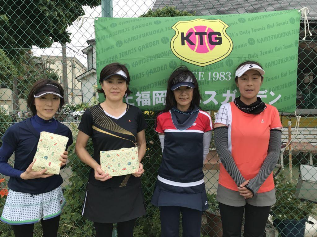 左から3位入賞の伊藤喜久子・上原久江(サントピア・与野TC)組と、4位入賞の熊倉みゆき・橋本陽子(KTG)組