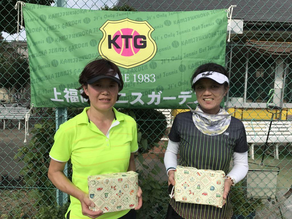 3位の上原ひさえ(左)・久保イリコ(ITC与野・みんなのテニス)組